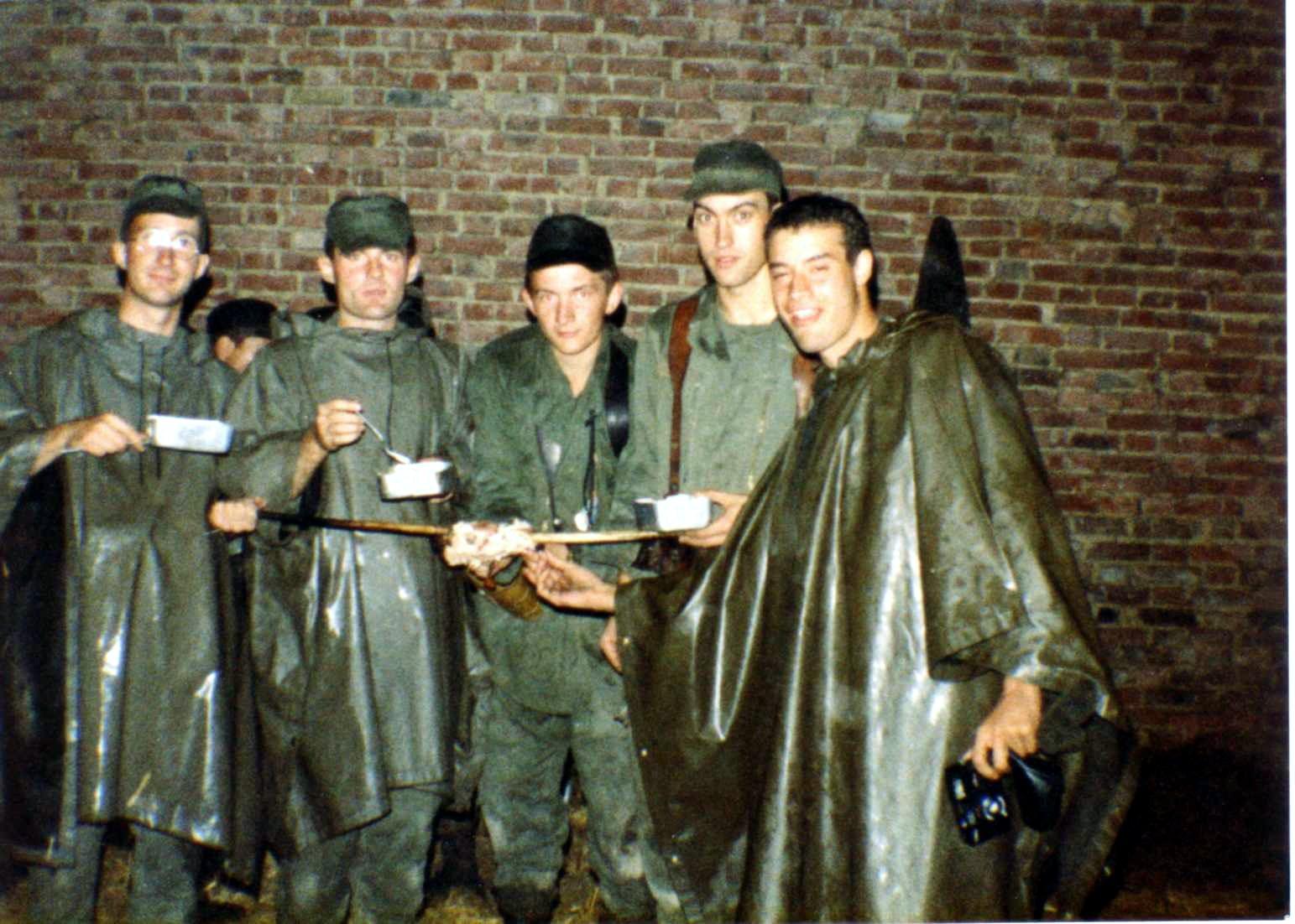 Amicale du 8 hussards album photos des portes ouvertes 1984 for Repas entre copains